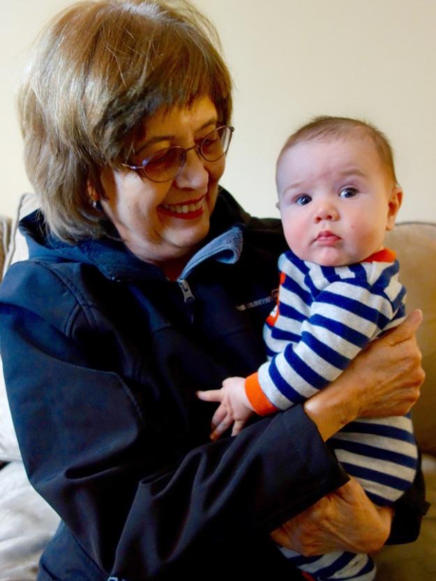Grandma_Lois_meets_Quin_04.06.16