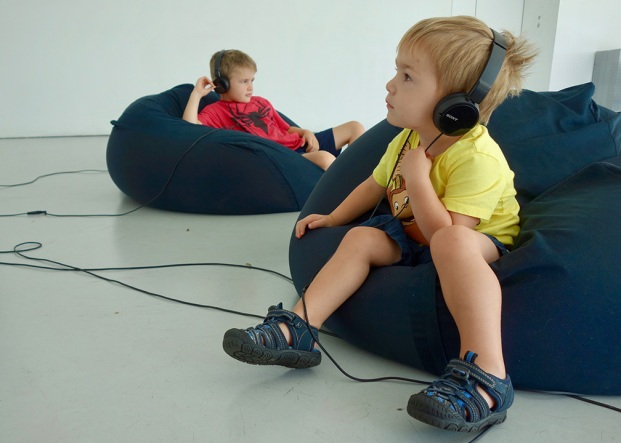 beanbags_and_headphones_08.24.18