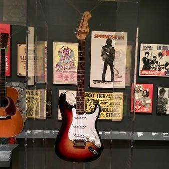 Dylan_Stratocaster_Newport_1965_Met